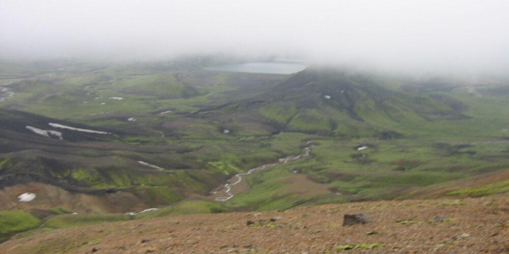 Udsigt mod Álftavatn fra kanten af calderaet. Kilde: Eget arkiv.